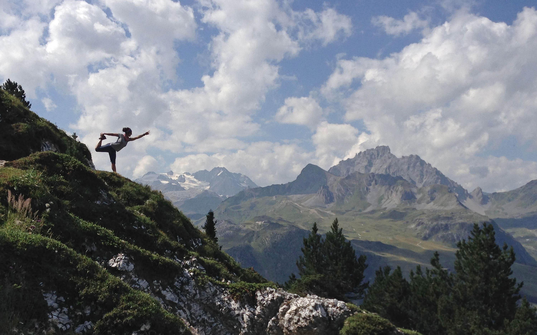 Charlotte-Sigwalt-yoga-montagne